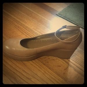 NEW BCBG Size 8.5 Tan Leather Wedges 3 inch heel